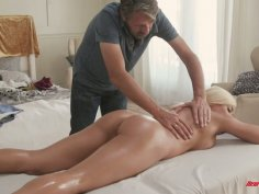 Mouth watering Cuban bitch Luna Star gets her slit nailed on the massage table