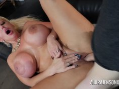 Cougar Alura Jenson is out to Hunt for D!