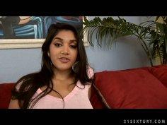 Slutty dick sucker Leah Jaye is a pro in seducing a man