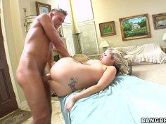 Steamy quickie after a massage with blonde diva Katie Kox